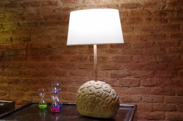 Lámpara de mesa de piedra natural tallada