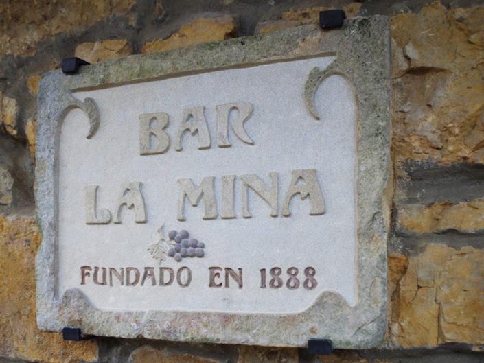 Cartel de bar grabado en piedra arenisca