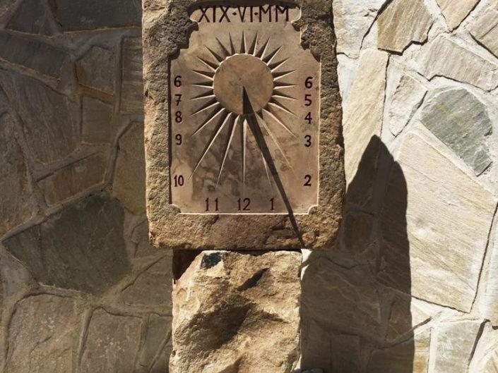 Reloj de sol en piedra - Tallas en piedra para decoración de patio y jardín